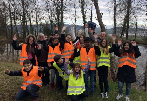 Eine Schulklasse beim Rücktransport am Harlacher (April 2016)